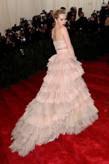 Burberry, Dior y Prada hacen deslumbrar a las celebrities en la Gala del MET
