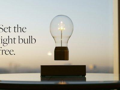 Flyte Magnus 2.0, una bombilla que flota en el aire mientras ilumina tu salón