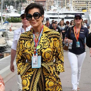 Podría ser una escena de American Crime Story, pero se trata de Kris Jenner paseándose por Mónaco