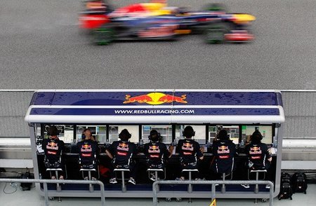 Mark Webber también tuvo problemas con la radio en Malasia