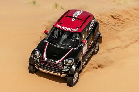 Con los 340 CV y 900 Nm de este MINI John Cooper Works, ¡quien no hace el Dakar es porque no quiere!