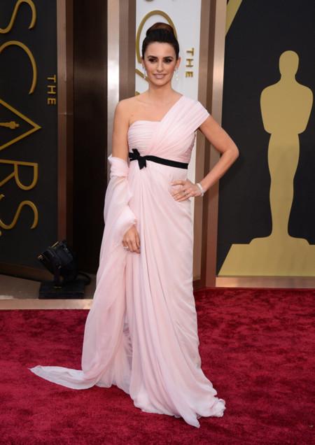 Las peor vestidas de la alfombra roja de los Oscar Penélope Cruz Giambattista Valli