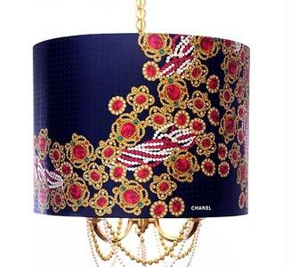 Lujo, decoración y moda: una lámpara inspirada en un pañuelo de Chanel