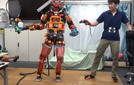 Estos científicos controlan un robot con sus propios movimientos usando unas HTC Vive