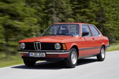 BMW casi se carga la calandra con los riñones en los años 70