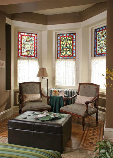 Una casa con vidrieras.