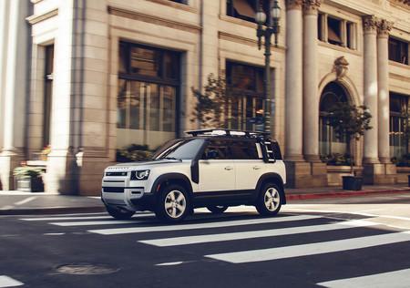 Los Land Rover Defender 90 y 110 ya tienen precio España: desde 54.980 euros para este mítico todoterreno con tintes de SUV