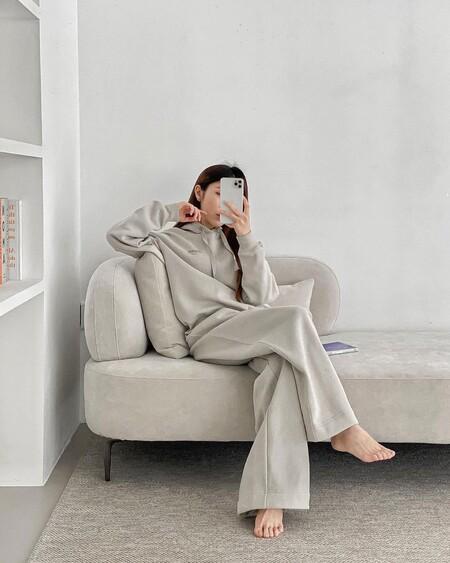 Estos son los cinco conjuntos de chándal que más nos gustan de H&M para lucir con unas zapatillas blancas y arrasar