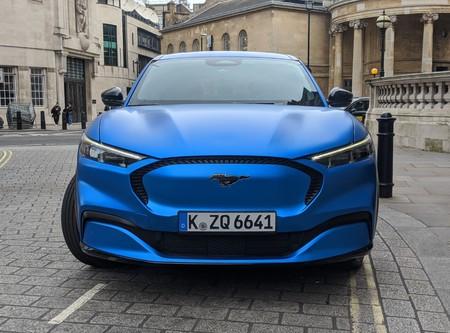 Mustang Mache Frente