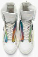 Raf Simons y las zapatillas holográficas. Lo último en deportivas.