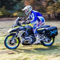 BMW patenta un sistema de doble tracción para motos con un motor eléctrico que impulsa la rueda delantera