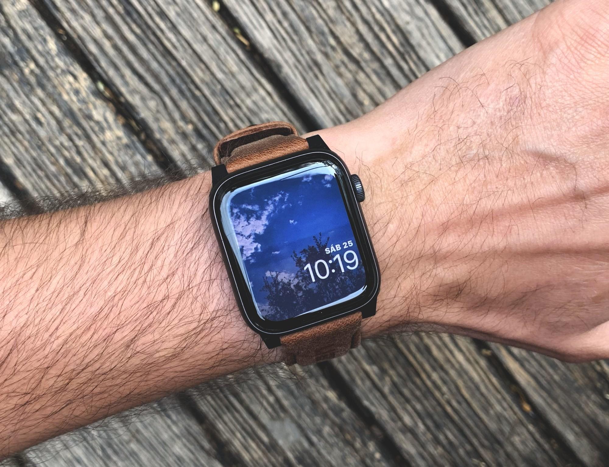 Foto de UAG Leather Strap para Apple Watch (1/18)