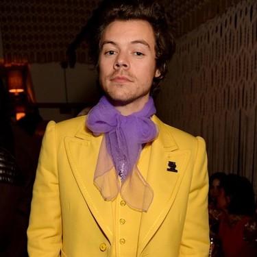 Lo vimos en las pasarelas y Harry Styles lo confirma: el traje que se llevará en verano será amarillo