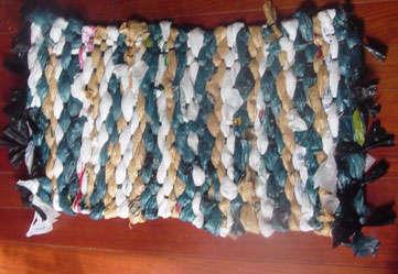Hazlo tú mismo: una alfombra con bolsas de plástico