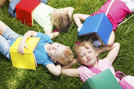 ¿Ya tenéis lecturas para las vacaciones? Los niños que dejan de leer en verano sufren un retraso en sus destrezas