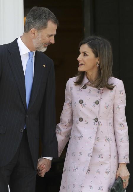 La Reina Letizia se marca un Kate Middleton para recibir al Primer Ministro mexicano y a Angelica Rivera