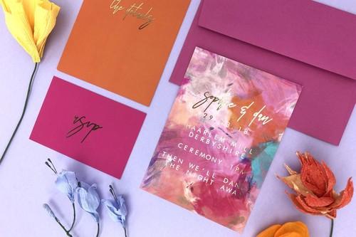 Estas son las 11 tendencias en invitaciones de boda que harán que tus invitados quieran enmarcarlas
