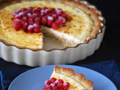 Tarta rústica de queso y grosellas con centeno. Receta