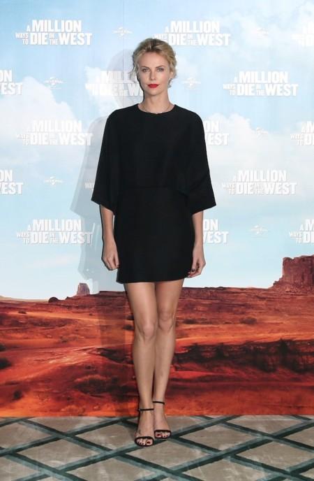 Charlize Theron vestido negro