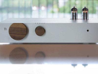 Billie, un peculiar amplificador estéreo con sabor clásico