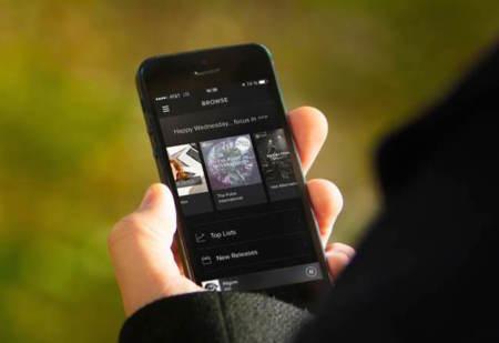 ¿Spotify debería limitar, aún más, su modalidad gratuita? Las discográficas dicen que sí