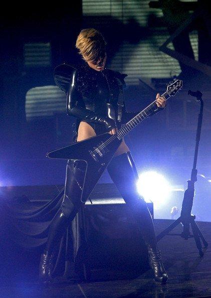 El estilo de Lady GaGa contra el Rihanna: ¿quién es más espectacular en los conciertos? IX