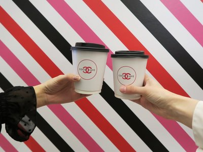 ¡Adiós Starbucks, hola Coco Café! Nosotros a partir de ahora lo que queremos son cafés de Chanel