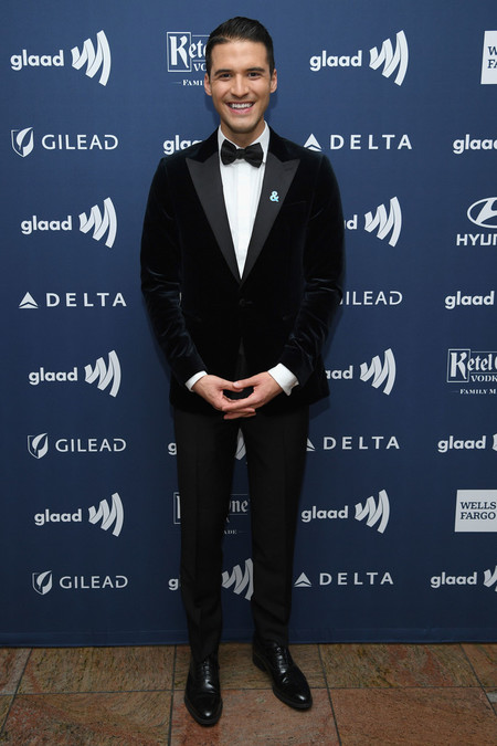 Raymond Braun Red Carpet Glaad Awards 2019 Alfombra Roja