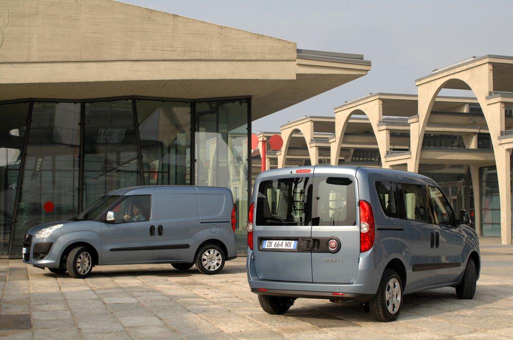 Foto de Fiat Doblò Cargo y Combi (2/32)