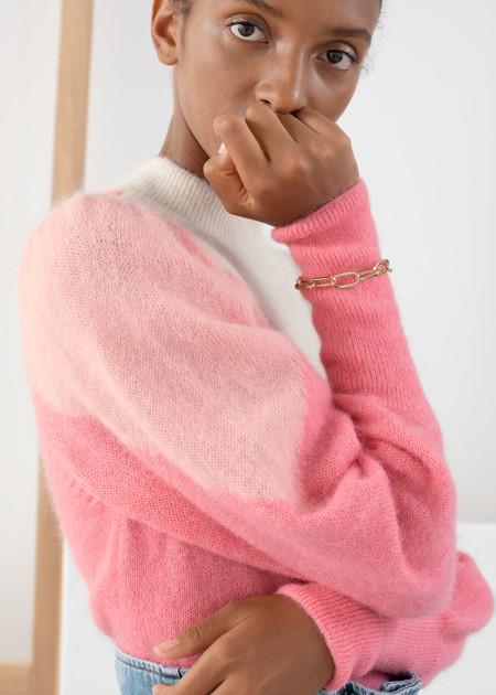 Las rebajas 2020 nos dejan con nueve jerséis de & Other Stories perfectos para encarar los días más fríos con estilo