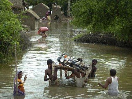 Cruzando el río en Pakistán