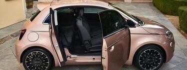 Fiat 500 3+1: el compacto eléctrico italiano estrena una curiosa configuración con media puerta lateral