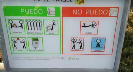 Los niños no pueden tener rabietas en el parque: el cartel de un recinto infantil de Almería que ha causado polémica en redes