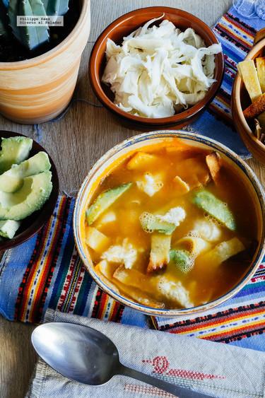 Sopa de tortilla a la mexicana. Receta  fácil