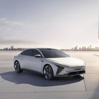 El Zhiji L7 es el coche eléctrico chino de SAIC y Alibaba que promete pelear con Tesla, Lucid o Mercedes en autonomía