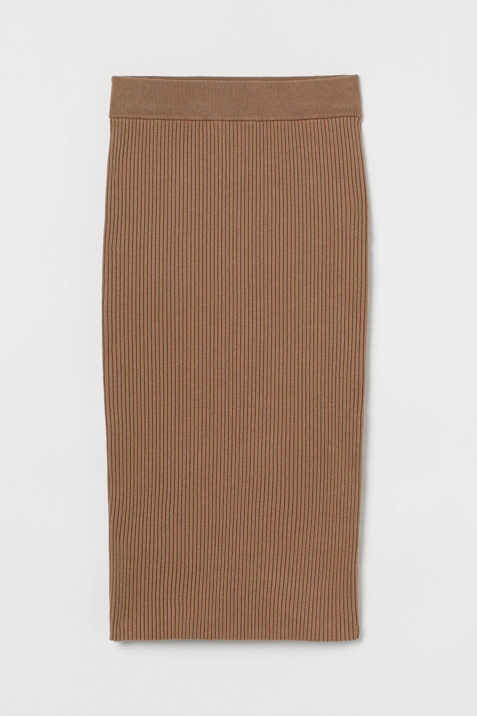 Falda midi en punto de canalé de mezcla de viscosa LivaEco™. Modelo ajustado de talle alto con elástico revestido en la cintura y abertura detrás.