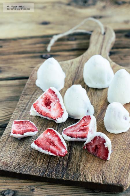 Fresas congeladas con yogurt griego. Receta rápida