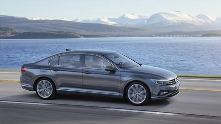 El Volkswagen Passat 2019 ya tiene precio para España: partirá en su variante más básica de los 33.520 euros