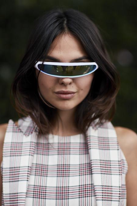 El mundo de la moda se ha vuelto (muy) loco y la calle nos enseña las prendas más inverosímiles