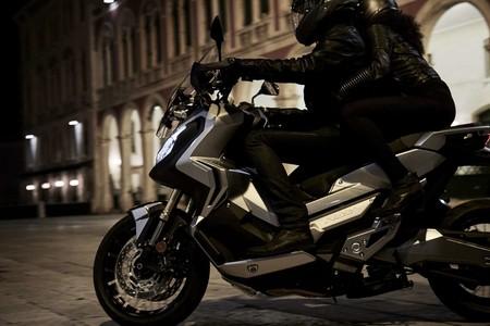 El precio del Honda X-ADV ya es oficial: costará 11.500 euros