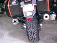 Darkside; una rueda de coche en la trasera de tu moto