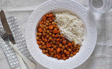 Garbanzos al horno con zanahoria y semillas de chía: receta vegana saludable
