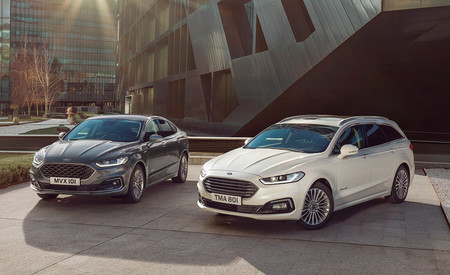 Ford llama a revisión a 322.000 coches en Europa, entre ellos el Mondeo: sus baterías pueden incendiarse