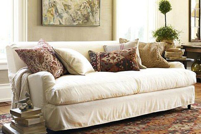Un sofá de Pottery Barn