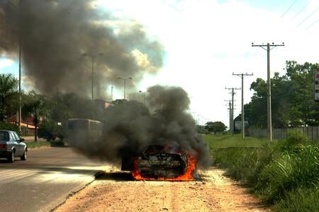 Si reportas el incendio de un auto híbrido o eléctrico en México, debes especificarlo: no deben apagarse con agua