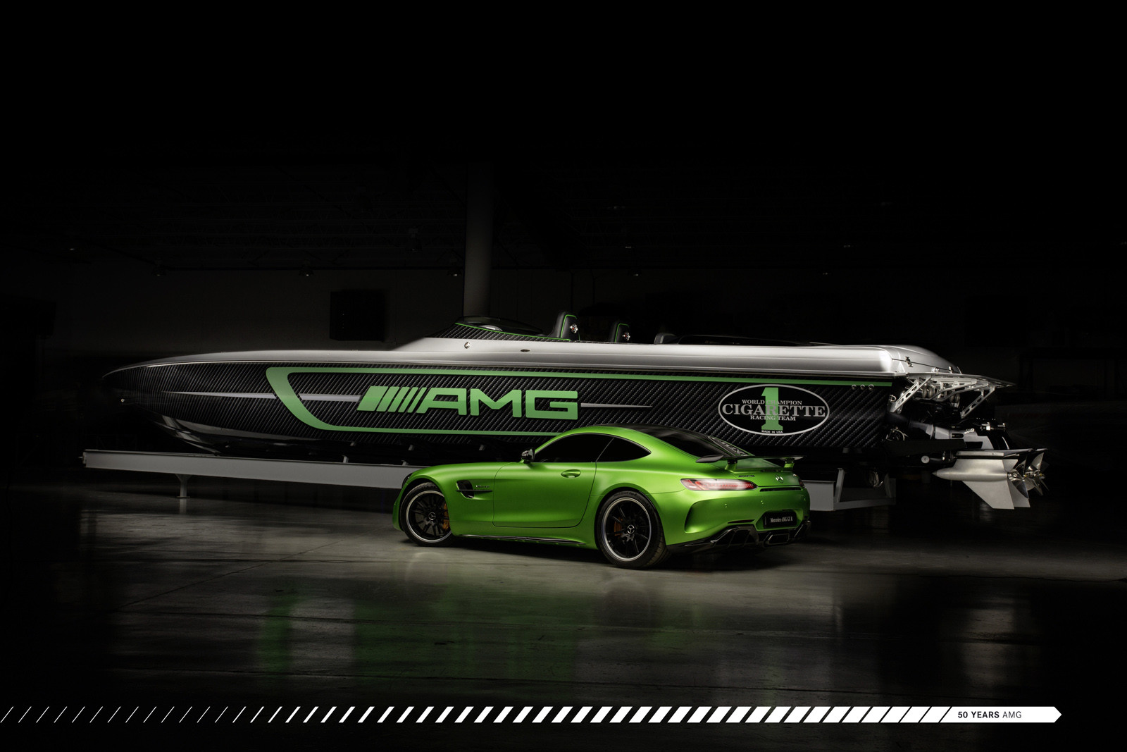 Foto de Cigarette Racing Team 50' Marauder AMG (3/9)