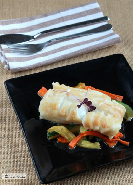 Papillote de bacalao y hortalizas, una receta ligera hecha en el microondas para ayudarte a cenar