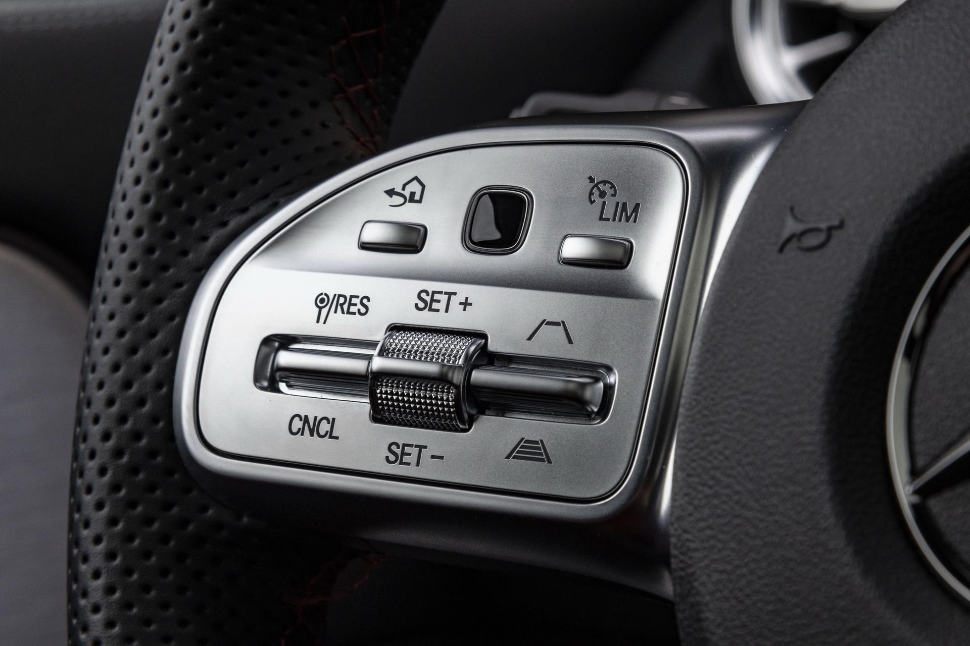 Foto de Mercedes-Benz GLA 2021 (85/103)
