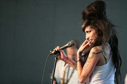 Amy Winehouse es una adicta... a estar morena