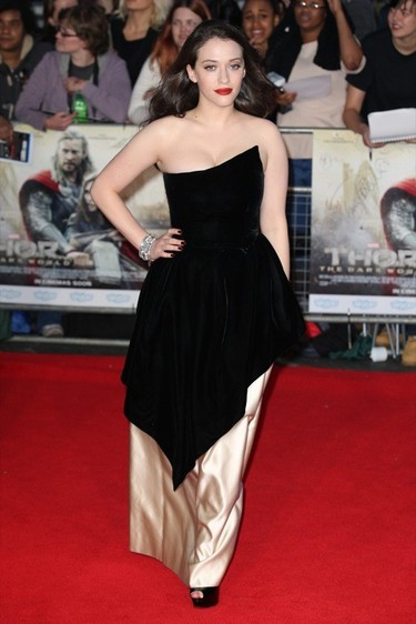 Kat Dennings: así defiende una it girl un cuerpo con curvas en la alfombra roja
